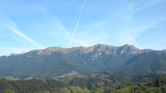 Les Carpates (roumain : Munții Carpați)